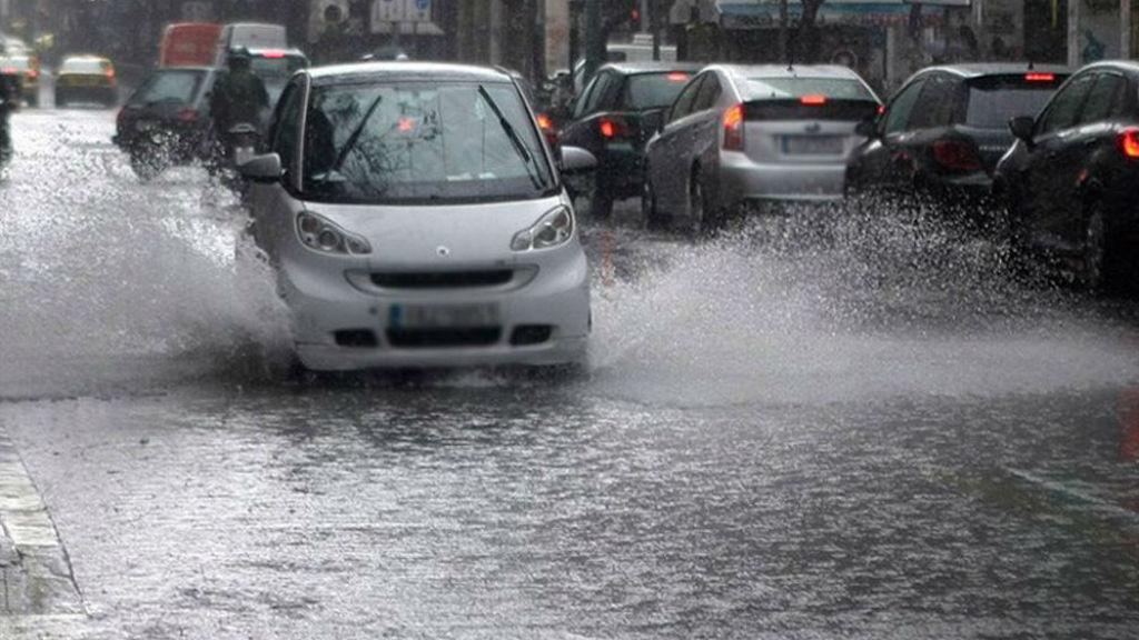 Ασφαλείς τρόποι οδήγησης στη βροχή
