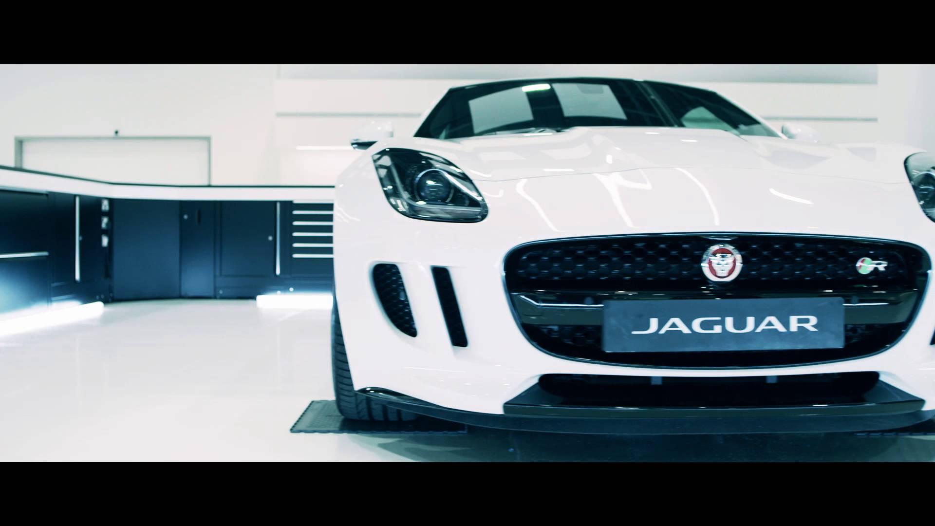Video: Η άγρια Jaguar F – TYPE SVR