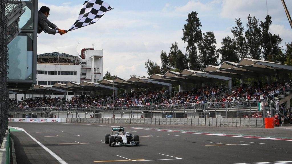 Νικητής ο Hamilton στο Μεξικό, κρατάει το προβάδισμα ο Rosberg