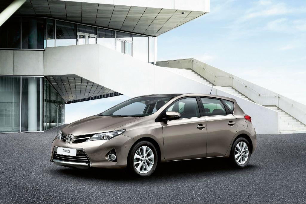 Νέα ανάκληση σε 7.437 Corolla και Auris για τους αερόσακους