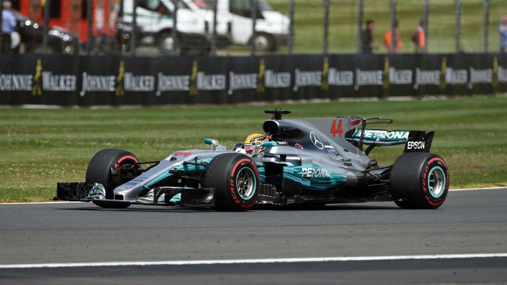 Εύκολη νίκη Hamilton στη Μεγάλη Βρετανία