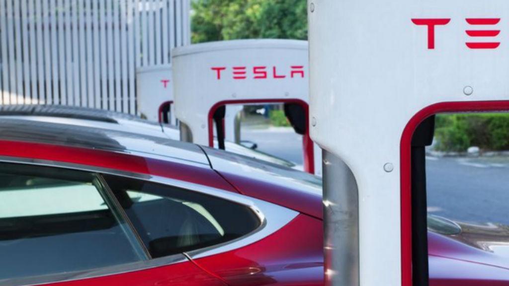 Η Tesla προσεγγίζει την Ελλάδα
