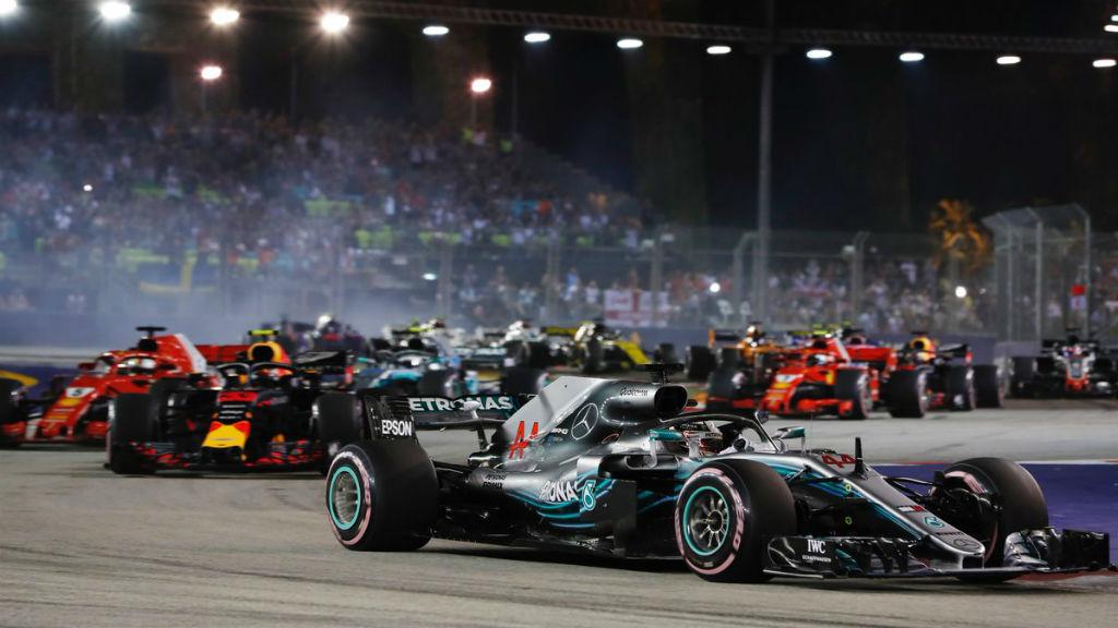 Μια ακόμη νίκη του Hamilton στη Σιγκαπούρη