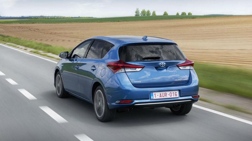 Ανακαλούνται 32.946 Toyota Auris, Avensis και Corolla