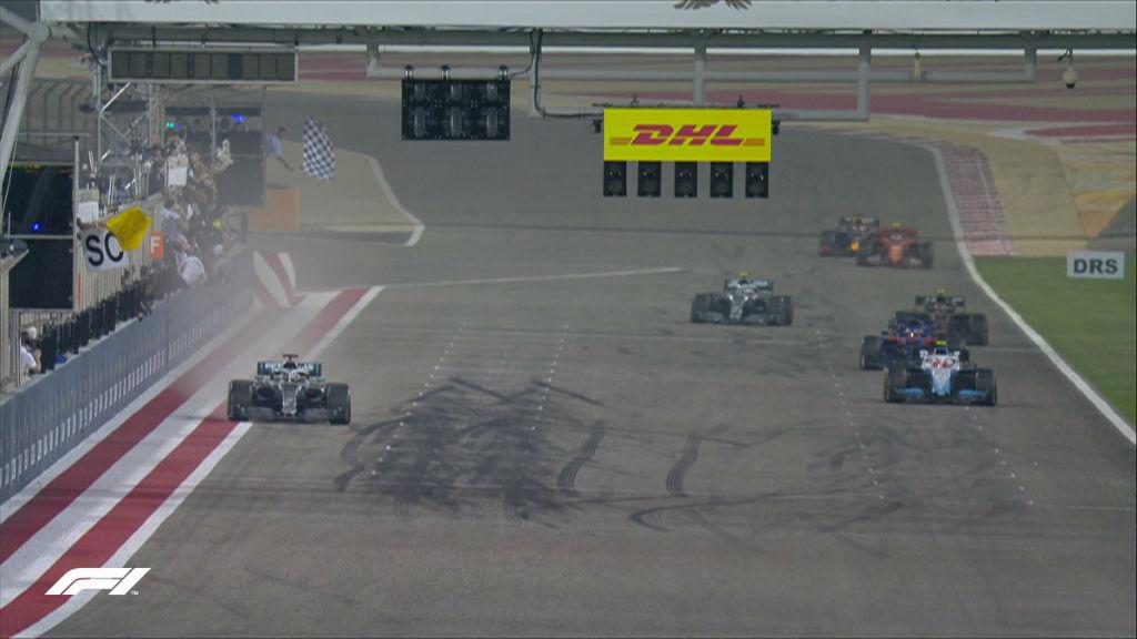 Σπουδαία νίκη Hamilton και 1-2 για τη Mercedes στο Bahrain