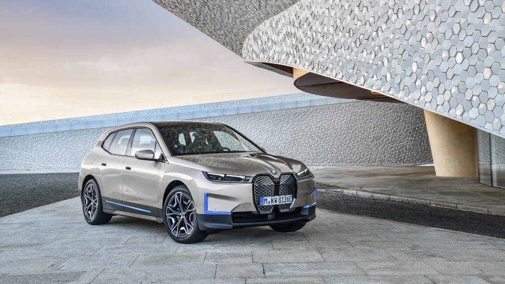 Το αμιγώς ηλεκτρικό iX της BMW